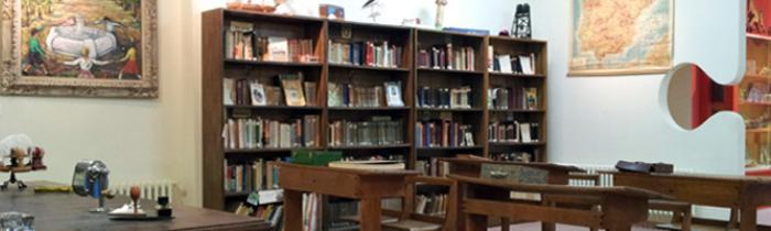 Museo del Colegio: Pupitres y Libros